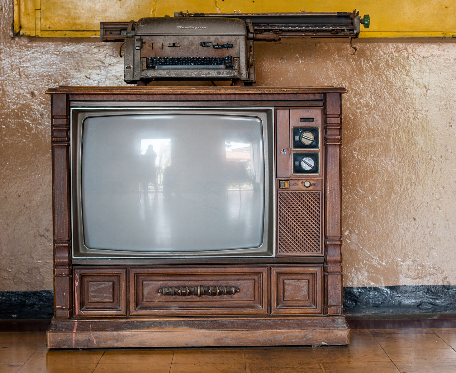 1464px-Old_TV